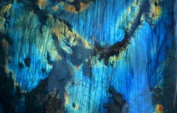 Healing with Crystals: Working With Kyanite and Labradorite
